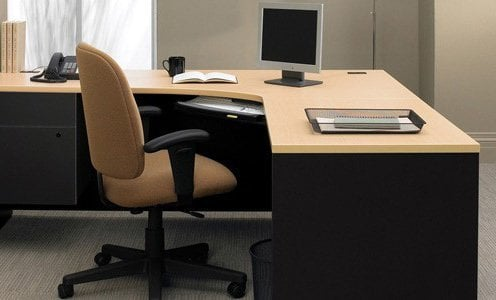 Blogue un bureau en l pour ordinateur ou comment tout for Bureau en coin
